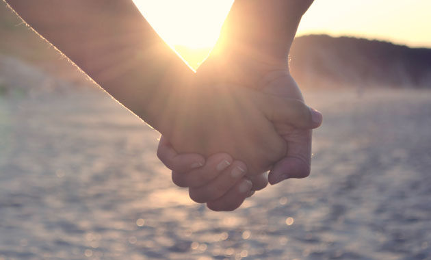 praying-holding-hands