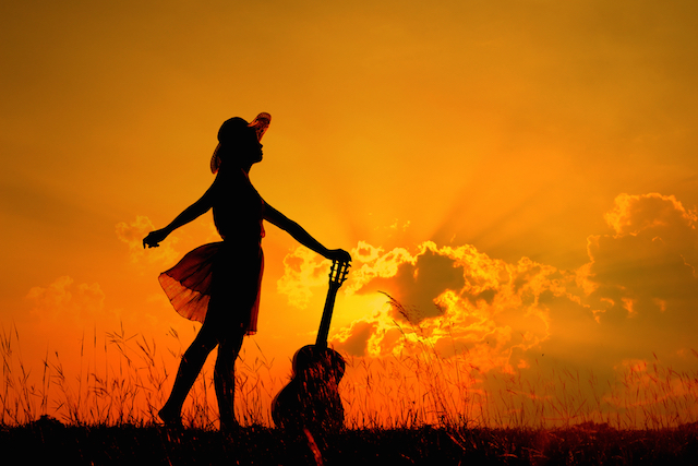 Woman-with-Guitar